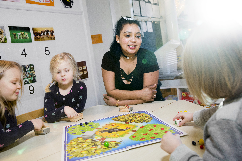 Barnskotare tjanar samst av alla