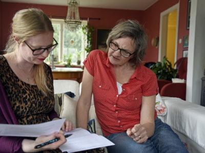 Alice van de Peppel (till höger) med Kommunalarbetarens reporter Cecilia Alstermark.