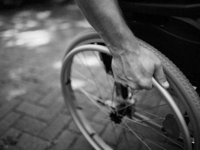 Man i rullstol (genrebild).