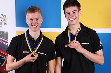 Mikael Andersson och Stefan Allansson från Bräckegymnasiet i Göteborg blev årets mästare i trädgårdsanläggning.