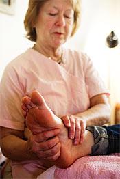 Utförs på fötterna, men behandlar hela kroppen. Gerd Lekman kan konsten.