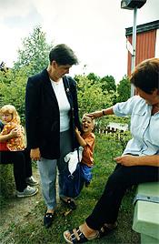 Ylva Thörns kommentar: Bilden är tagen när jag hämtar min son Viktor hos dagmamman Marie-Louise.