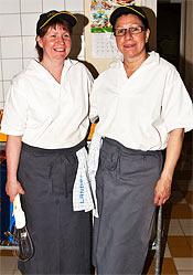 Ulrika Lindblom och Carina Krantz gör all mat som Perslundaskolan serverar.