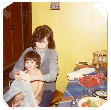 En av de få bilderna som finns bevarade av Benita Uusitalo tillsammans med sin mamma Christina Reyes. Christina gick bort den 8 januari i år.