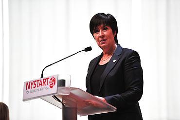 Mona Sahlin avskedstalade på extrakongressen 2011.