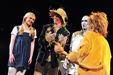 19.00 Repetition av Trollkarlen från Oz: Josephine Thunell, Donny Forsberg, Robert Johansson och Anna-Karin Swärd.