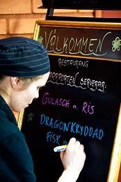 Malin Eritz presenterar dagens meny.