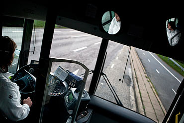 Stenkastning stoppade sodertaljebussar