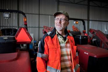 """""""Vid en krock viks man framåt och slår i ansiktet"""", säger huvudskyddsombudet Tomas Holmqvist om traktorerna med tvåpunktssäkerhetsbälten."""