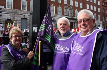 Demonstration i London. Jean Butler (till vänster).