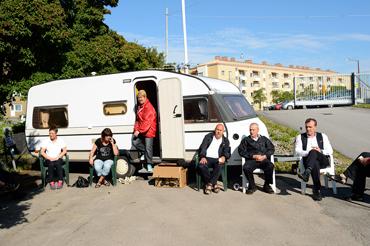 Kommunal har hyrt en husvagn till tillfälligt strejkkontor och kaffe- och mackstuga. Annelie Karlsson från sektionsstyrelsen har varit på plats sedan klockan 04 i morse och håller på att upprätta strejkvaktlistor.