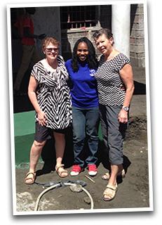 Ulla Lindberg och Anne-Marie Linden tillsammans med Wendo Aszed, grundare av Dandelion Africa.