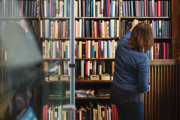 Antalet folkbibliotek i Sverige minskar.