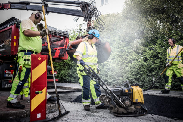 Jobbet som asfaltarbetare är väderberoende.