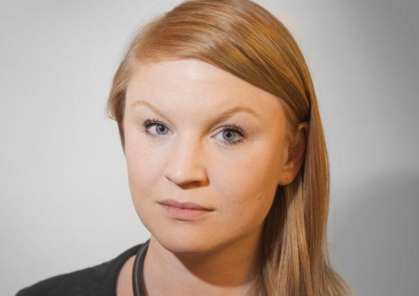 Clara Lindblom (V).