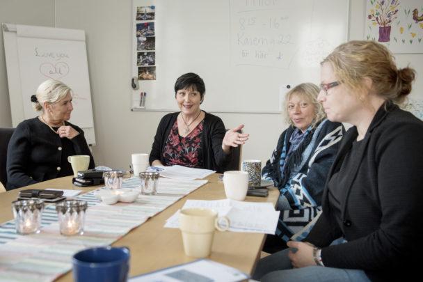 Carina Johansson, Kim Svensson, Annelie Törnefjord Kjäll och Anna Ohlsson har möte.