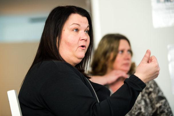 """Linda Olsson är områdeschef för Ringövägen 40. Hon tycker att arbetsmiljön på boendet förbättrats tack vare överanställningarna. """"Men jag tror inte att samma modell ska kopieras rakt av, utan den måste anpassas utifrån varje arbetsplats"""", säger hon."""