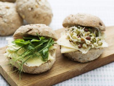 Frallor bakade med lins- och böngroddar.
