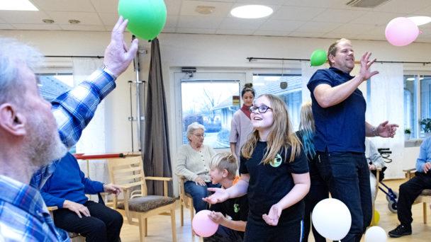 Sven-Åke Svensson tar emot en passning från Minna Ehn Öberg.