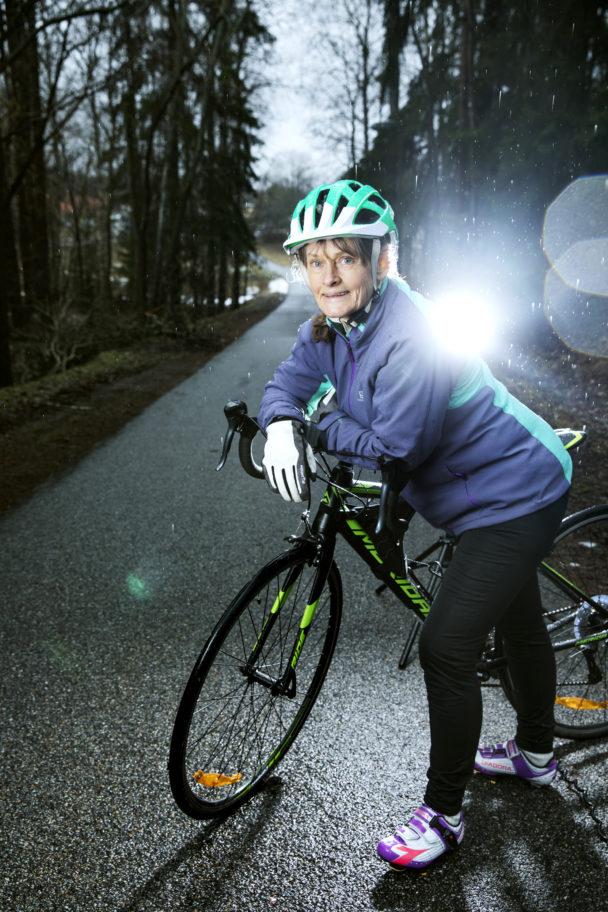 Gunilla Andersson tränar för att cykla Vätternrundan.