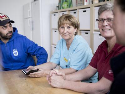 Sejad Abdulla, Gunilla Ulander och Ing-Marie Rylander är engagerade i Surte hemtjänst arbetsplatsklubb.