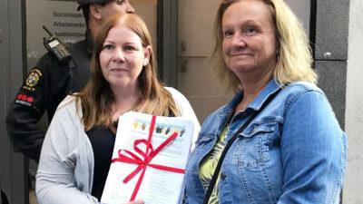 Marie Wiberg och Jenny Klingstam inför mötet med socialministern.