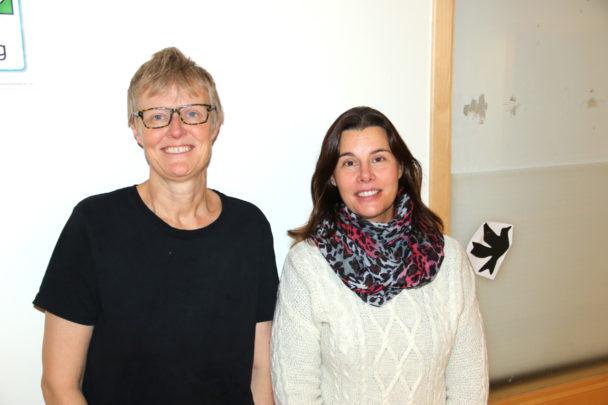 Anna-Karin Littorin (till höger) med kokerskan Monica Westerlin.