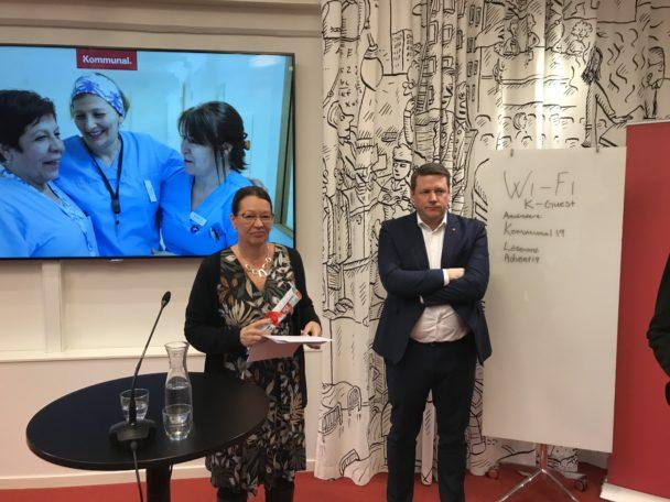 Lenita Granlund och Tobias Baudin med Kommunals avtalskrav.