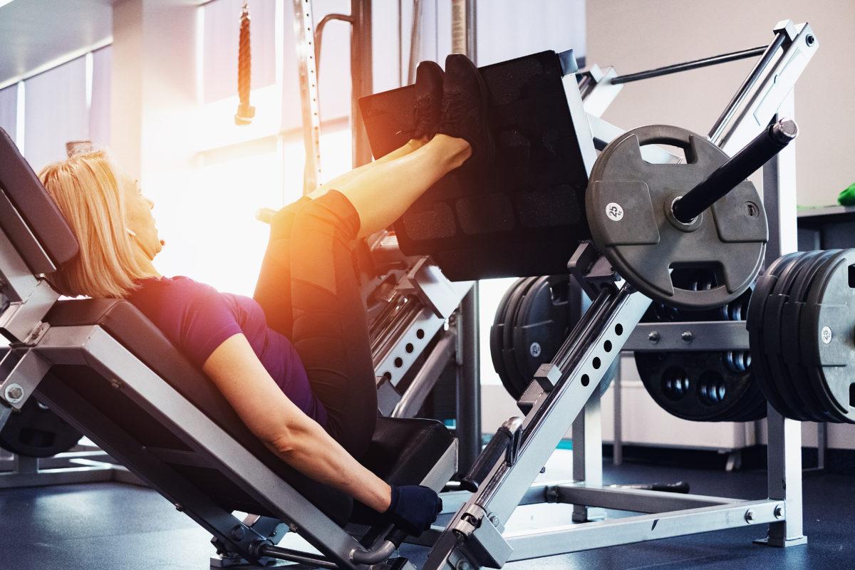 Tuff styrketräning kan hjälpa mot klimakteriebesvär.