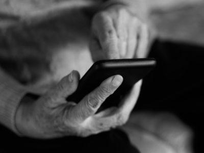 Bedragarna utnyttjar ofta att äldre är ovana vid ny teknik.