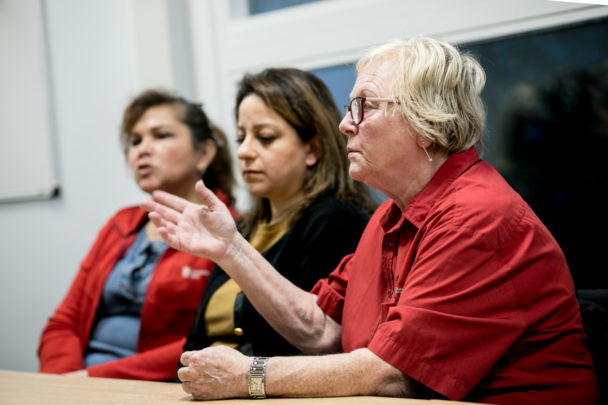 Liliana Jakobsson, Parissa Kharazi Abhari och Margareta Martinsson i hemtjänstgruppen i Göteborg.