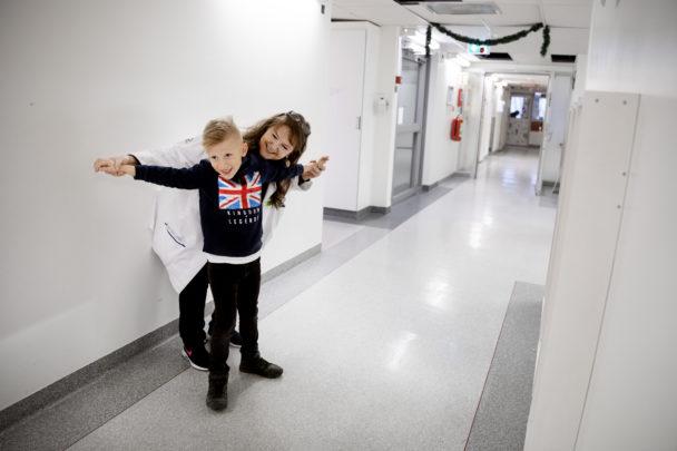 Annika Uvemark med sjuåriga Abbe.