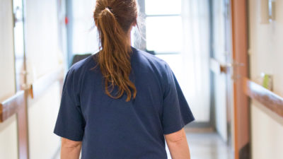 Undersköterska i sjukvården (genrebild).