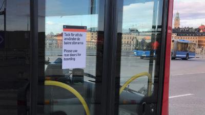 Stängd bussdörr i Stockholmstrafiken.