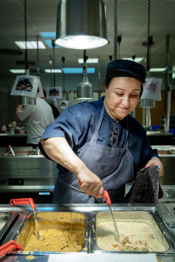 Hassiba Rachid, kock på Nacka gymnasium sedan 2002.