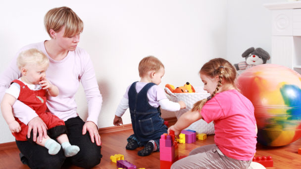 Barnskötare (genrebild).