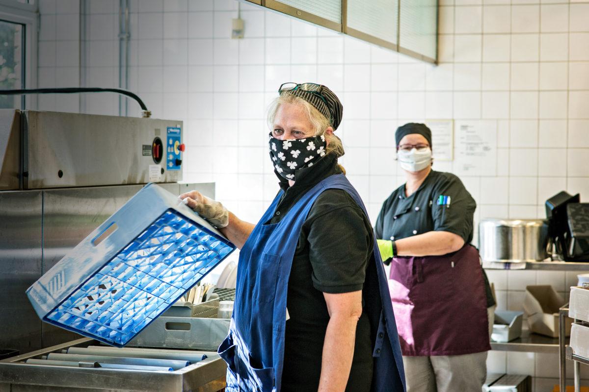 Lena Ternström med kollegan Sanna Styrsven.