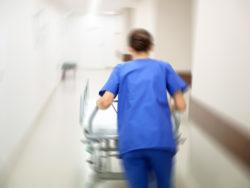 Många i sjukvården tvingades jobba mer än de orkade i somras.