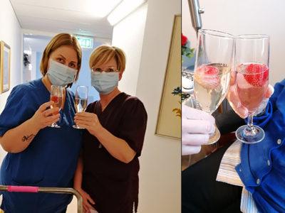 Sandra Öbro, vårdbiträde och Maria Kårefalk, undersköterska, skålar för att coronasmittan åtminstone för tillfället är borta.