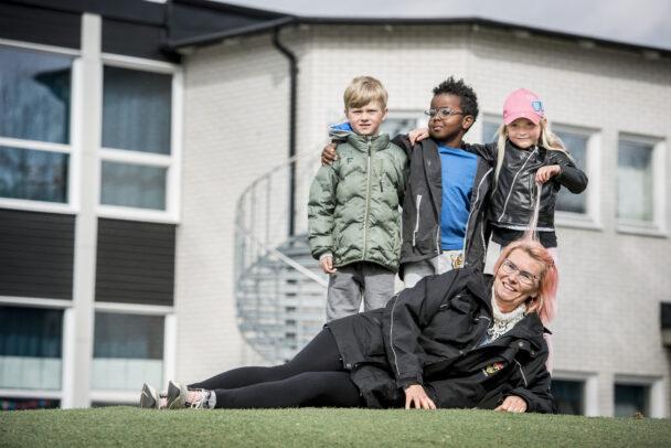 Ylva Funnell med barnen Ebbe Valtanen, Hassan Siyaad och My Lüthi.