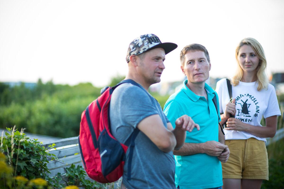 Jevhen, Volodymyr och Yulia kom till Sverige för att plocka jordgubbar och grönsaker.