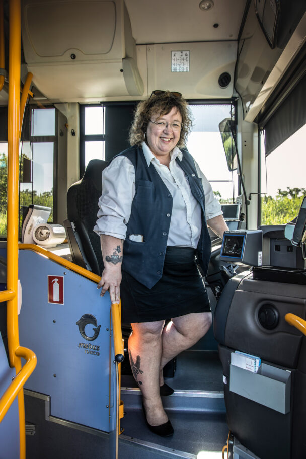 Mona Dieng, bussförare.