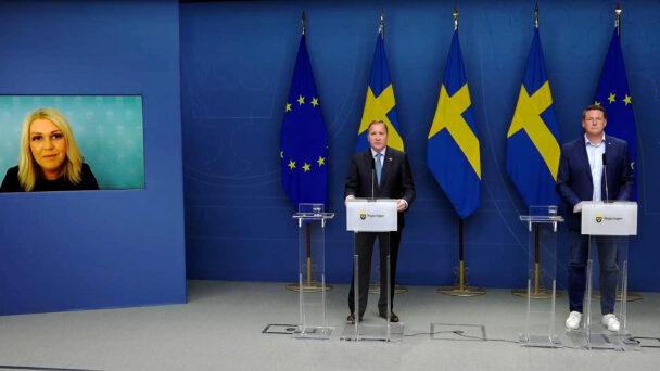 Socialminister Lena Hallengren (S), statsminister Stefan Löfven (S) och Kommunals ordförande Tobias Baudin.